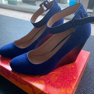 Women's size 10 royal blue wedges